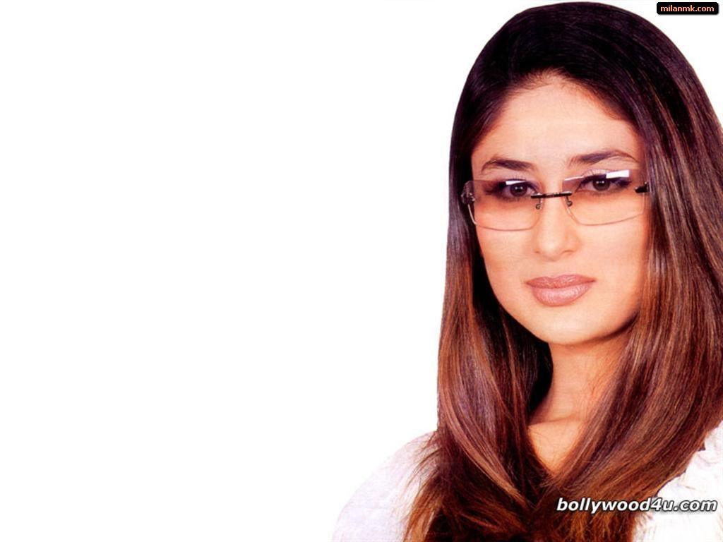 kareena kapoor image downloading is completed you can now
